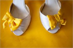 . white shoes, yellow weddings, idea, wedding shoes, heel, bridesmaid, shoe clips, bows, yellow bow