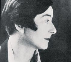 EILEEN GRAY. Con su personal e inclasificable estilo, Eileen Gray (Wexford, Irlanda, 1878-París, 1976) es una de las mujeres que más ha influido en el diseño contemporáneo.