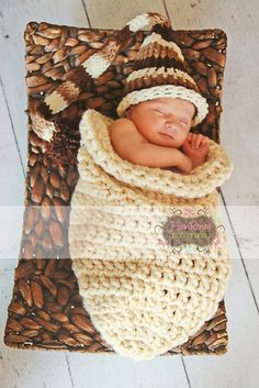 Adorable baby sleep sack for crochet. Free Ravelry pattern!