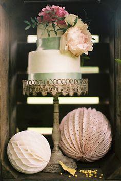 vintage cake display ideas http://www.weddingchicks.com/2013/09/12/rustic-after-the-wedding-shoot-ideas/