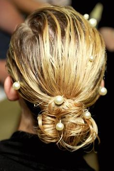 <3 showers, chanel bags, catwalks, style, pearls, hair accessories