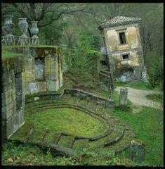 Green. #ruins