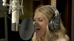 Carrie Underwood records new Sunday Night Football song