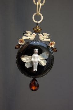 necklace by Grainne Morton, photo by Craft Scotland, via Flickr