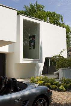 "Irregular White Residential ""Box"": Modern Villa Bilthoven in the Netherlands"
