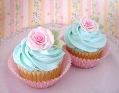 pink and aqua cupcakes!