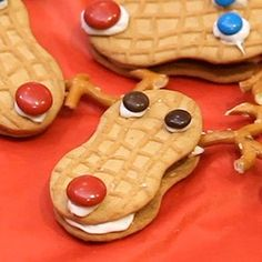 How To Make Reindeer #Christmas Cookies | Watch this how-to video to see how easy it is to make these adorable Christmas cookies with your kids.
