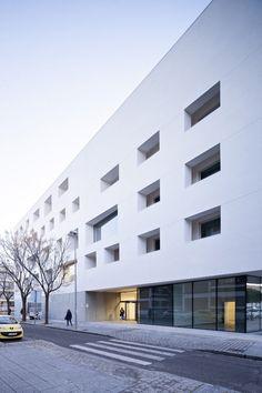Education Center for the University of Cordoba / Rafael de La-Hoz