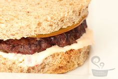 hambúrguer de carne com bacon
