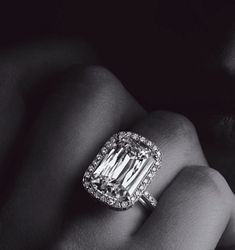 William Goldberg Anastasia ashoka ring in platinum. 10 cts.