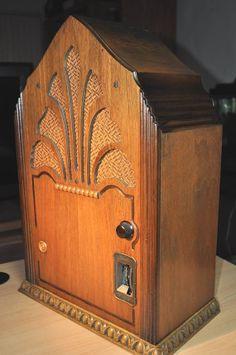 GLORITONE Model 27 Art Deco Cathedral Radio (1930)
