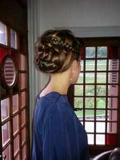 Tuto coiffure 6 chignon boucl effet d esse grecque pour soir e mariage ou communion - Coiffure pour communion ...