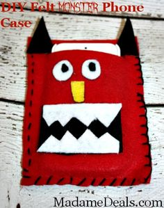 Felt Craft Projects: DIY Felt Phone Case #crafts #feltcrafts