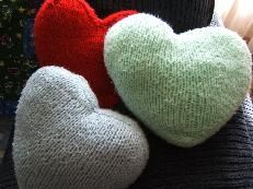 how to knit a heart pillow, pillow patterns, knitting patterns, heartpillow, yarn, knit patterns