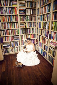 Library bride. Love. Photography by sarahgeiger.com,