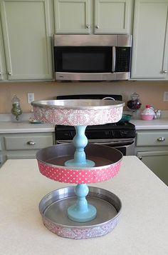 cake pan stand