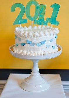 Una preciosa tarta para una fiesta graduación - ¡mira el adorno de piruletas! / A lovely cake for a graduation party - check out the lollipop decoration!