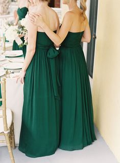Bridesmaids in an elegant #emerald green. Photography: Virgil Bunao Fine Arts Photography - virgilbunao.com View entire slideshow: Jewel Tones Wedding Moments on http://www.stylemepretty.com/collection/542/