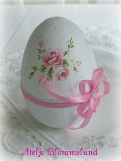 Nostalgi och Romantik : Ägg-klocka pink flowers, romances, hands, green, roses, nostalgia, easter eggs, clocks, spring