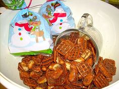 Chai-spiced Pretzels. Great for fall/Christmas parties and gifts. Recipe.