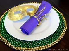 Gold wire crown napkin rings. Tutorial by Party Ideas by Mardi Gras Outlet