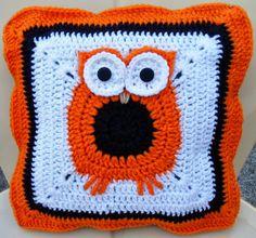 Happier Than A Pig In Mud: Crochet Owl Pillow Cover Pattern - free crochet pattern Owl Pillows, Owl Crafts, Pillow Cover, Crochet Owls, Crochet Pillow, Granny Squares, Cover Pattern, Crochet Patterns, Halloween Diy
