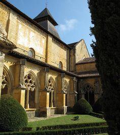Cadouin cloitre:  Gothic cloister of the twelfth-century Cistercian Abbaye de  Cadouin in the Dordogne, France.