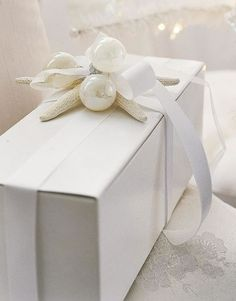 gift boxes, wrap gifts, gift wrapping, wrapping gifts, white christmas, diy gifts, handmade gifts, hand made, wedding gifts