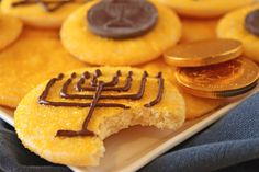 Chanukah Gelt Coin Cookies {tutorial} | #hanukkah #chanukkah #food #dessert #holiday #party