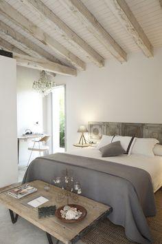Nice rustic cosy bedroom