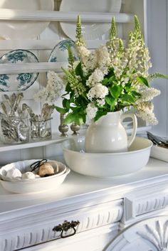 Like my washing bowl & pitcher. Love the white flowers