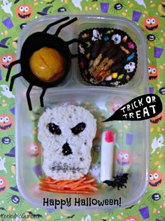 Remember having to go to school on Halloween?  Make it fun by sending a special lunch!  Pin it to Save it!  #Halloween #schoollunch #foodiefiles