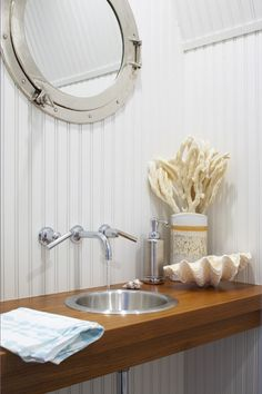 Porthole Mirror| Kathleen Hay Designs (I could do with a little less white in my beach house)