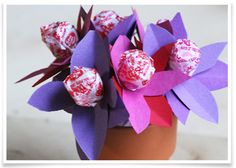 Make a bouquet of lollipops for Valentine's Day!