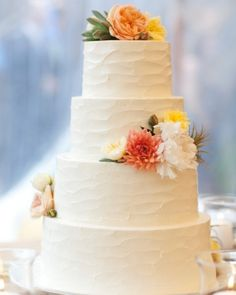 Simple flowers with rough edges - Cream Cheese Buttercream Cake