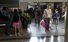 Parents and children file into the school for the first day at Kiln Creek Elementary in Newport News on Tuesday. (Photo by Joe Fudge / Daily Press)