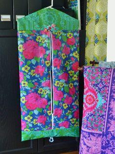 Easy DIY Garment Bag in Laminate fabrics - pattern and tutorial #diy #crafts #sewing