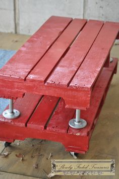 Red Pallet Table 08