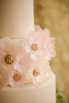 rose gold cake details // photo by Katelyn James // http://ruffledblog.com/rose-gold-wedding-ideas