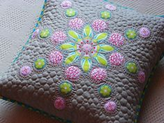 wow, look at the gorgeous quilting on this pillow.