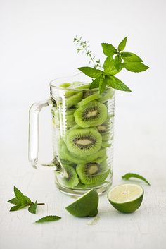 Minty Kiwi Smoothie with Lime - Refreshing Drink