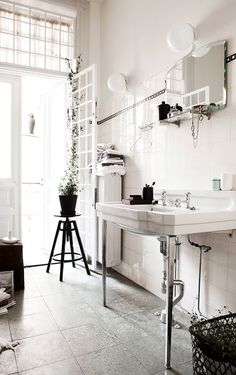 Great difference to wash up in the morning in a nicely lit bathroom. via Residence magazine // #DiscoverOrigins