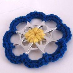 Crochet yarn  around can tabs to make beautiful decorations.