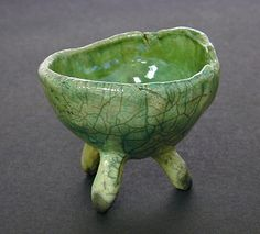 3 legged pinch pot