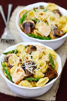Pasta With Goat Cheese, Chicken, Asparagus & Mushrooms -- made with a heavenly goat cheese sauce! | gimmesomeoven.com