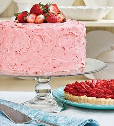 Strawberry cake and frosting using fresh strawberries