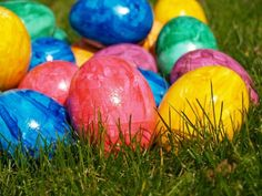 The Science of Dyeing Easter Eggs - yes, it's science! AWESOME! this would be perfect to talk about with the naked egg!