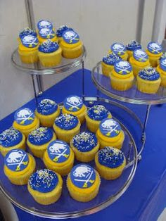 Sabres Cupcakes- - must find a way to make these! Think we can do this... Mary? Nicole?  :D