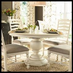 Round Pedestal Dining Table Linen*