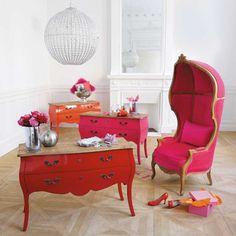 fauteuil fuchsia carrosse  et le desk rouge